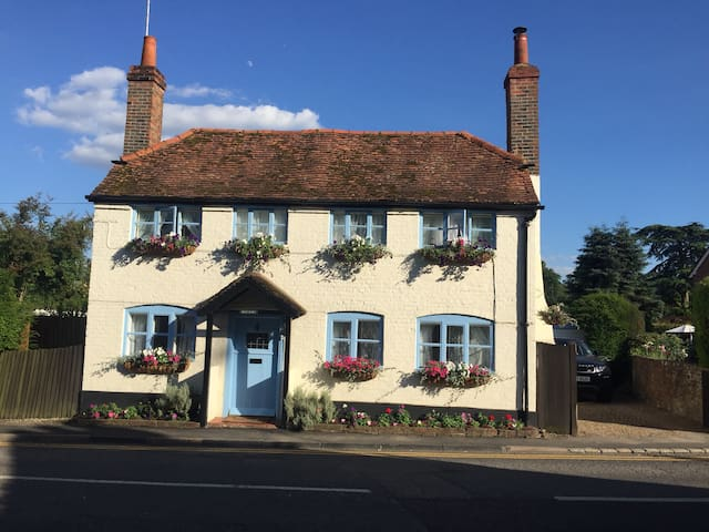 Charming Period Cottage in Pangbourne Village Ctr