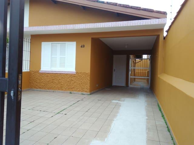 Casa em Praia Grande, Solemar a 30 m da praia.