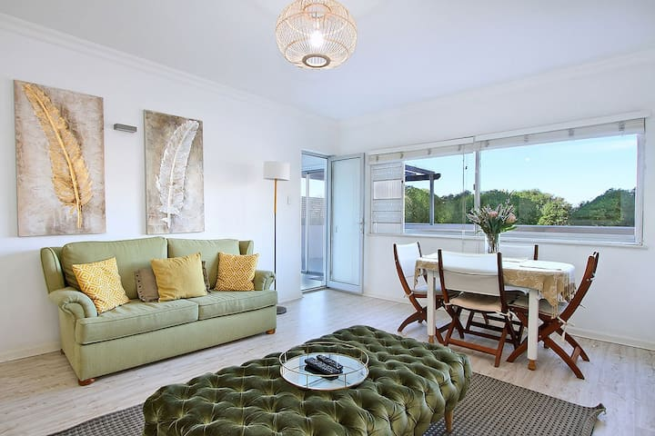 2 Bedroom apartment on Golden Mile, Mouille Point