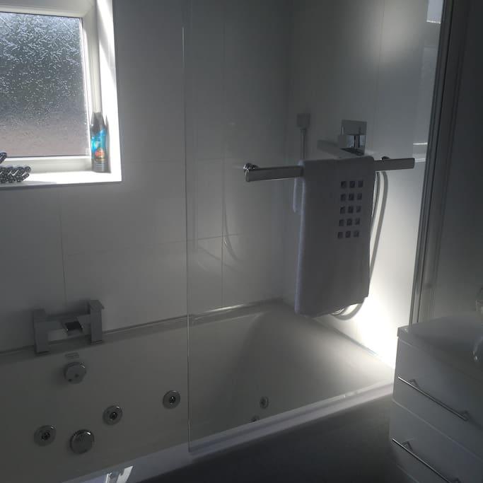 Shared spa bathroom