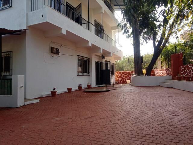 Spacious 5 bedroom villa