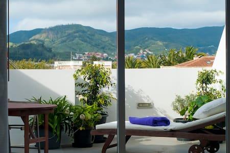 ÁTICO EN CASCO D´PaSoHouse + Garaje - San Cristóbal de La Laguna - Huoneisto