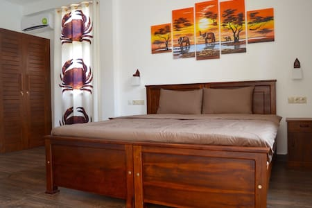 Double or Twin room with Kitchen and Veranda - Hambantota
