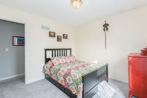 Private Bed and Bath in a Beautiful KC Home