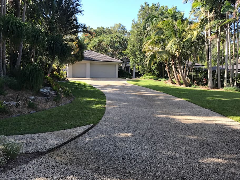 Driveway leading up to the house