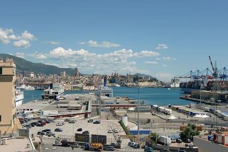 grattacielo sul mare nel centro città
