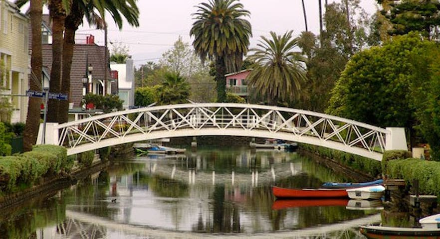 Sunny 2BR  on Venice Beach Canals - Venice - Apartment