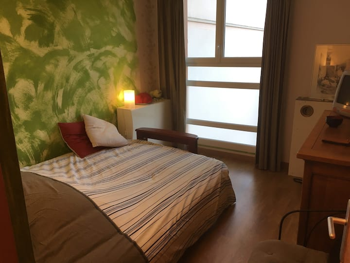 Belle chambre  à deux proche Paris en partie clim