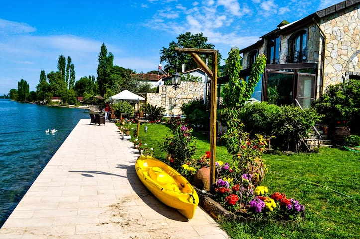 Villa at the shore of Lake Iznik - Gölyaka Köyü - Casa de campo