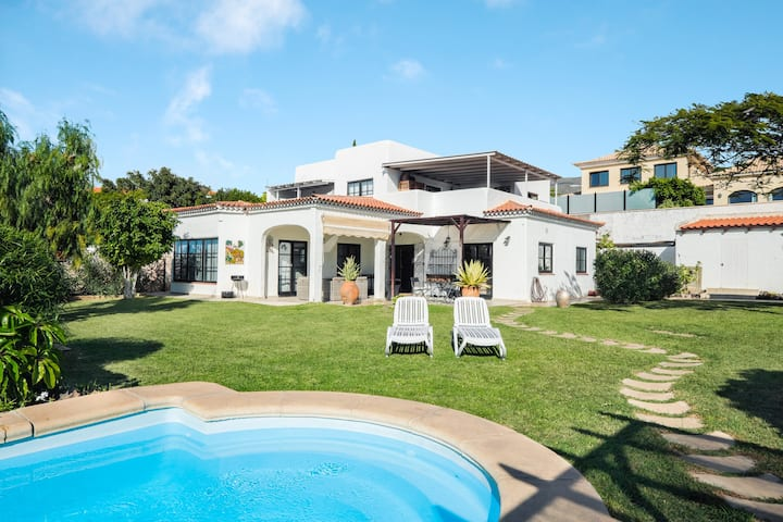 Beautiful Villa Mauresque with Mountain View, Sea View, Wi-Fi, Garden, Terraces & Pool; Pets Allowed