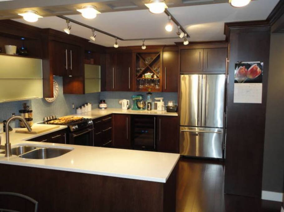 State of the art kitchen with wine fridge, convection oven and all desired accessories.