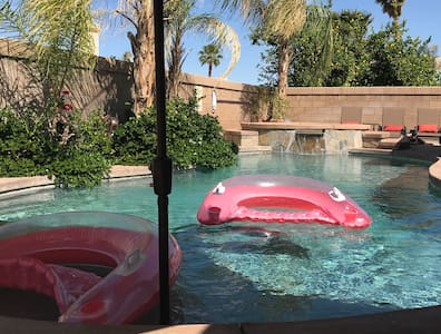 Perfect La Quinta Retreat, WE ARE BACK !!