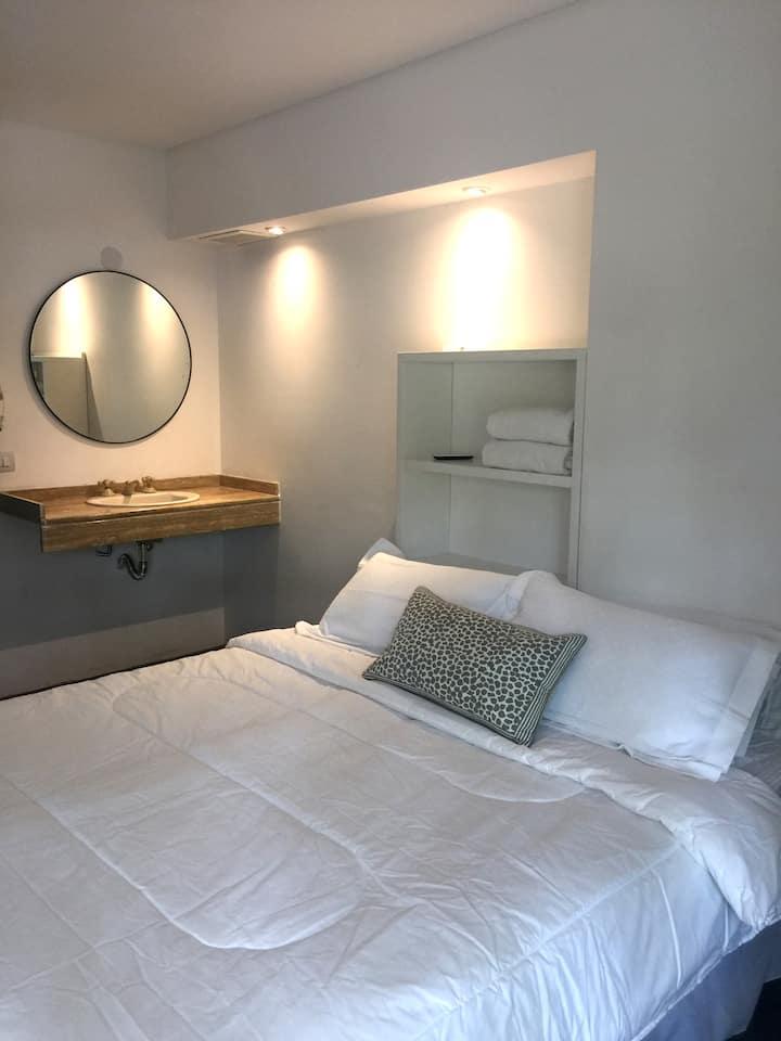 Private Room w/ Private Bathroom - Hotel Boutique!