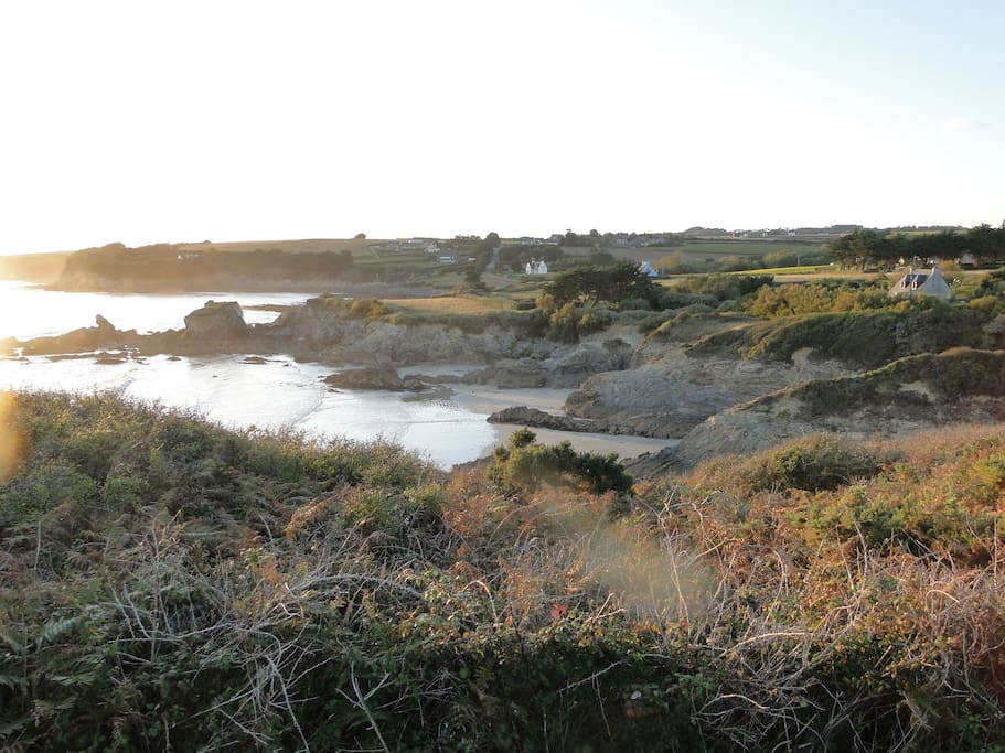 The coast and beach 200 meters from the house