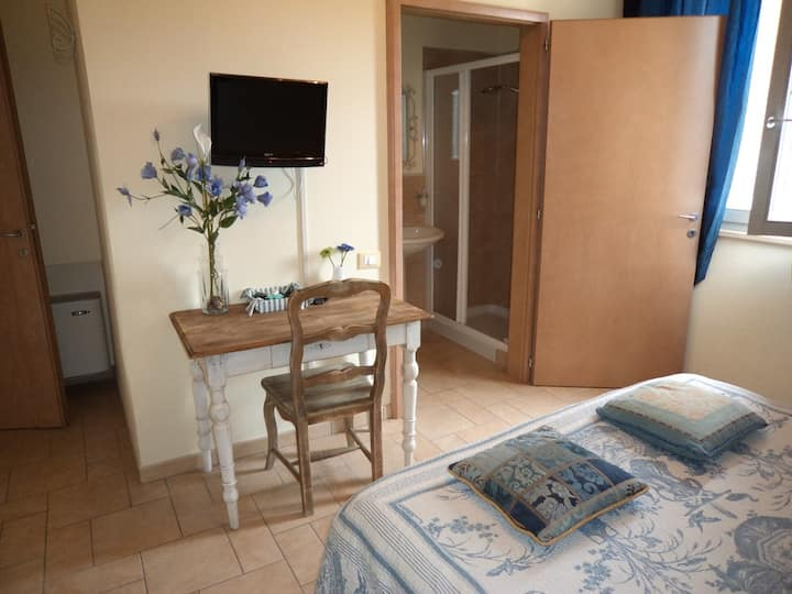 Room with Breakfast and wifi San Gimignano
