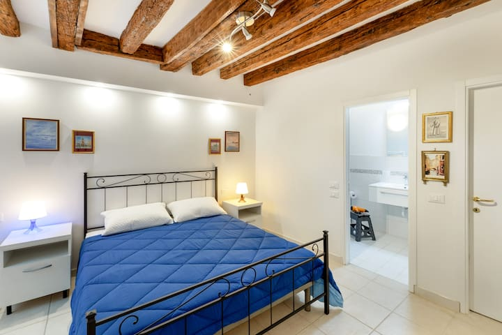Cannaregio Cozy Apt x4! CHARM OF VENICE