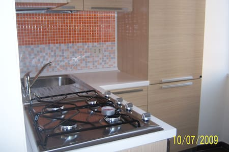 Rome cheap small cozy confy room+breakfast+wifi - โรม - อพาร์ทเมนท์