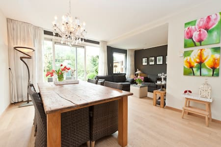 Beach house with lovely garden - Castricum