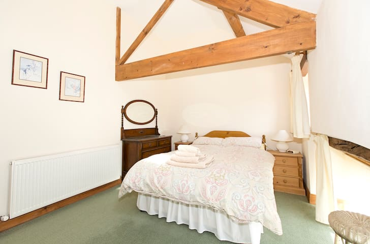 Converted stone barn sleeps 4 - Galphay - Dom