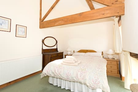 Converted stone barn sleeps 4 - Casa