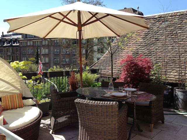 Luxury Penthouse with Big Roof-Terrace Near Lake - Zurich - Apartemen