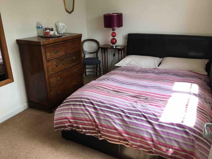 Close to town centre and Maidenhead Station.