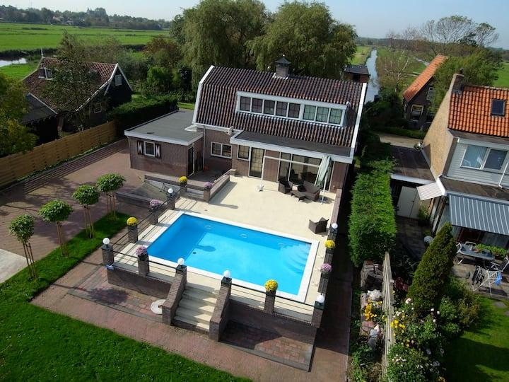 Kamer in villa met zwembad 10 km van Amsterdam