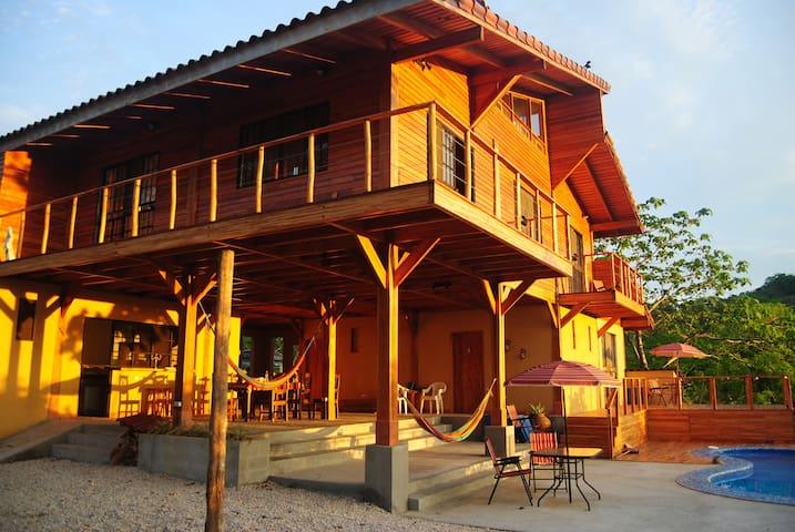 La casa Avellanas y Montaña Guest House
