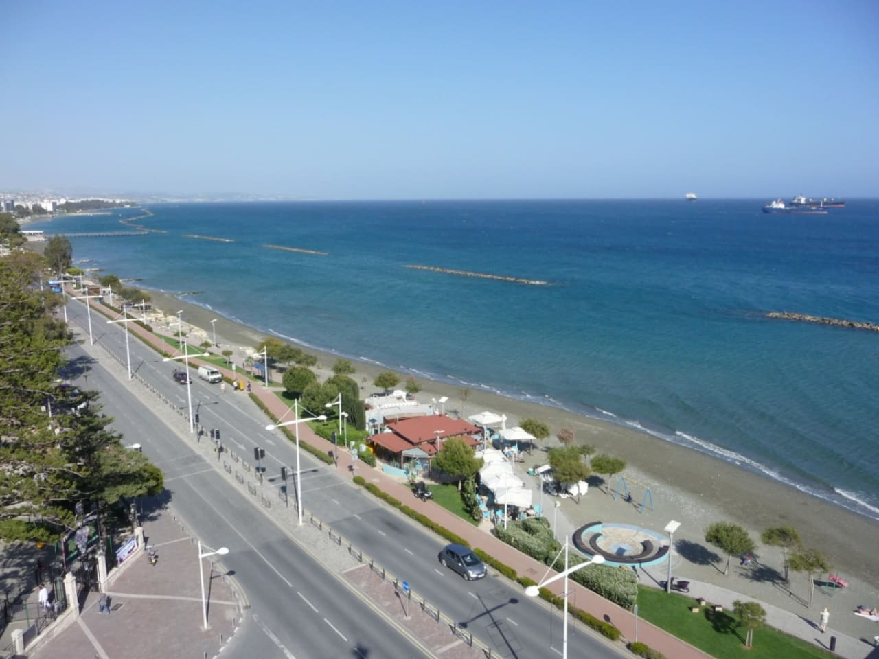 Seafront City Center Apartment