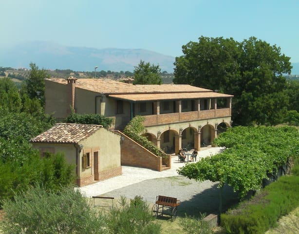 Farmhouse Le Farnie in Italy TRIPLA - Altomonte - Bed & Breakfast