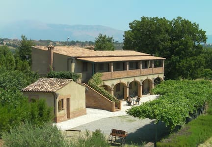 Farmhouse Le Farnie in Italy TRIPLA - Altomonte