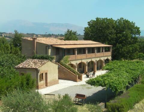 Farmhouse Le Farnie in South Italy - TRIPLA