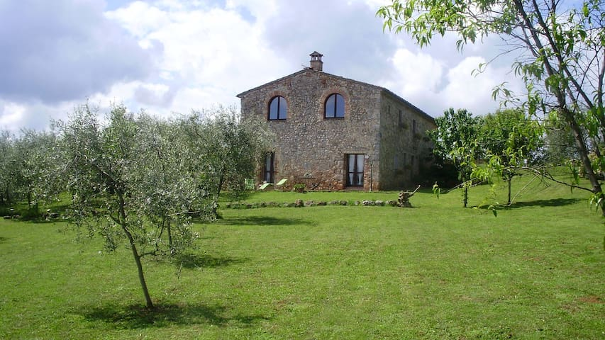In the country, 10 min from Siena - Monteriggioni  - Apartamento