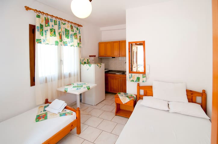 Room for upt to 3 persons (1M)