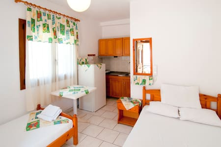 Room for upt to 3 persons (1M) - Nea Roda