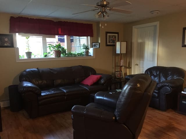 Getaway home 5 MINS from Hospital and shopping
