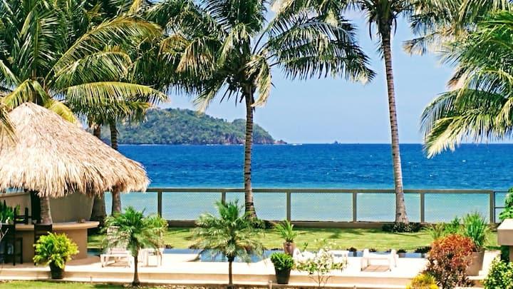 Georgeous beachfront Villa with Pool - Luna Suite