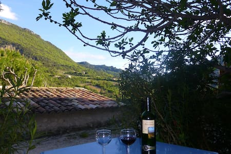 charming provençal village - Montaulieu