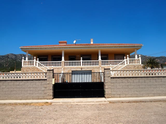 LUXURY VILLA WITH POOL AND GARDEN - Alcanar - Villa