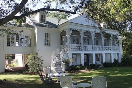 Historic Lakefront Mansion 32 miles from Memphis - Hughes - 独立屋