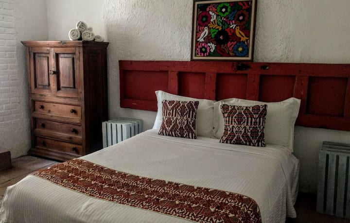 COZY ROOM in the heart of Valle De Bravo