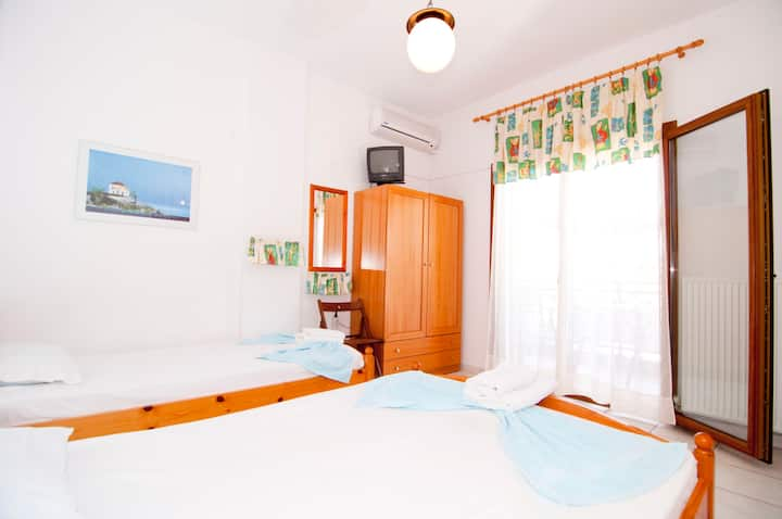 Room for up to 3 persons (2M)