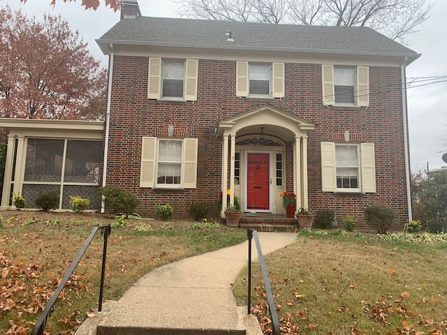 Nice house in the suburbs of Washington D.C. (420)