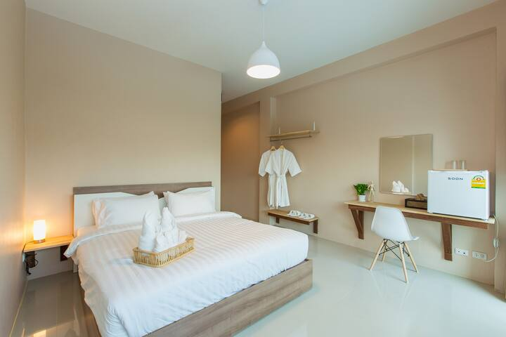 R7 Modern Clean Private En-suite w/ Balcony & Wifi