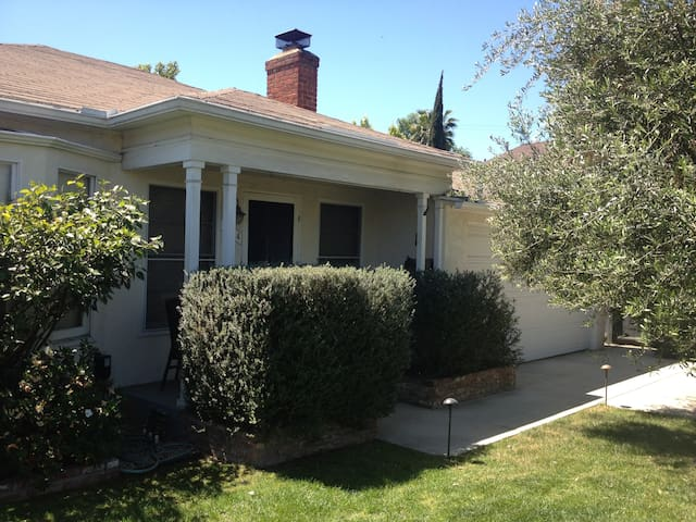 Beautiful NoHo Arts Dist 2BD House - North Hollywood - Huis