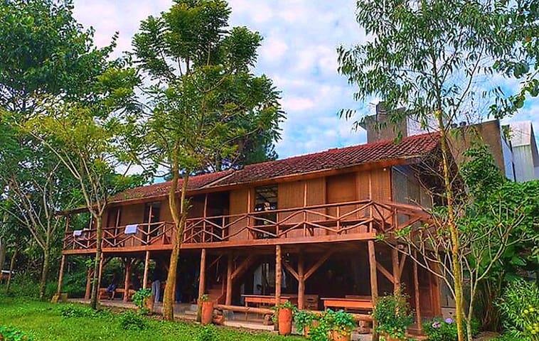Rumah Panggung Ronia Lembang