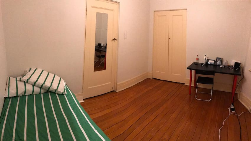 Own Room / 1 Girl / 5 Minutes City Centre