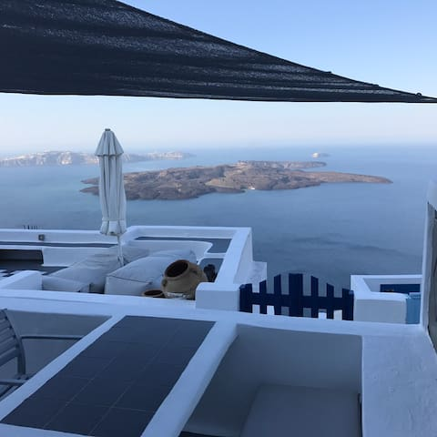 Chess House (Traditional Santorini Home) - Imerovigli
