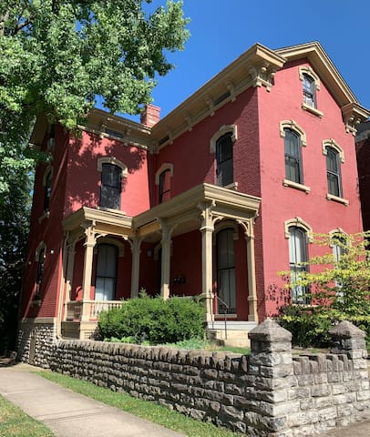 Gorgeous 1860's Apartment 1 mile from Downtown