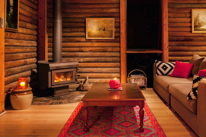 Mexican-Inspired Log Cabin  - Smiths Lake - บ้าน